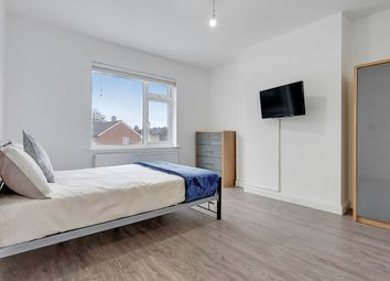 Room to rent in Fishponds Road, Tooting, London SW17