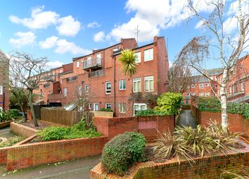 2 bed flat for sale in Gladstone Road, London W4