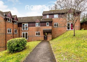 Thumbnail 2 bedroom flat to rent in Edmunds Gardens, High Wycombe