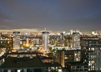 Thumbnail 2 bedroom flat for sale in 3 Lincoln Plaza, London