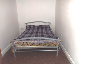Thumbnail 1 bed flat to rent in West Road, Feltham
