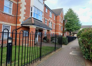 1 bed flat for sale in Cobham Close, Enfield EN1