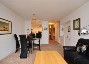Thumbnail 2 bed flat for sale in Defoe House, Barbican