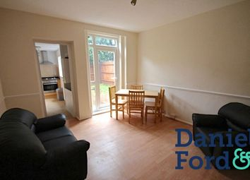 Thumbnail 2 bed flat to rent in Kyrle Road, London