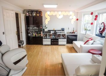 3 bed flat for sale in Marshall Square, Southampton SO15