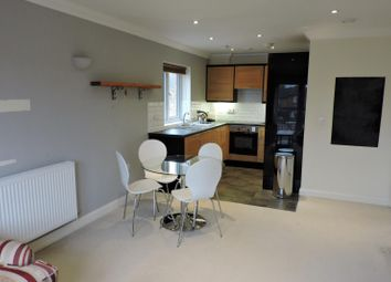 Thumbnail 1 bed flat to rent in Old Farm Road, Guildford