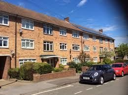 Thumbnail 3 bed flat to rent in The Crescent, Maidenhead