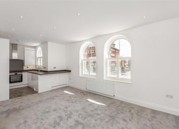 2 bed flat to rent in Broadway Court, The Broadway, London SW19