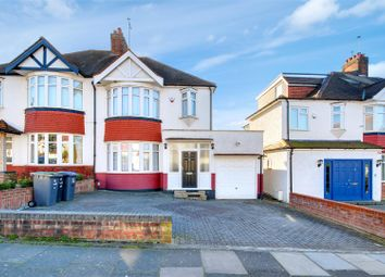 3 bed property for sale in Oakwood Crescent, London N21
