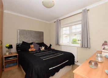 2 bed mobile/park home for sale in Palm Court, Battlesbridge, Wickford, Essex SS11