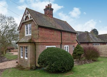 Thumbnail 3 bedroom detached house to rent in Chamber Lane, Farnham
