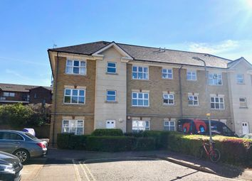 2 bed flat to rent in Stapleford Close, Chelmsford CM2