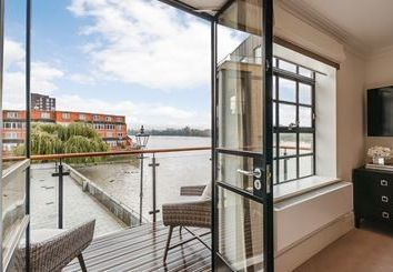 Thumbnail 1 bed flat to rent in Palace Wharf, London