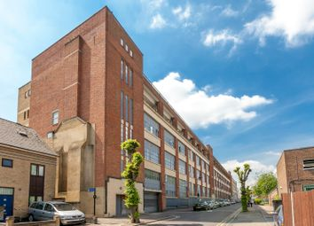 Thumbnail 2 bed flat to rent in Somerford Grove, Stoke Newington