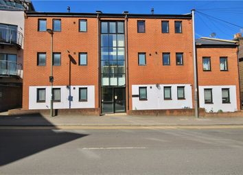 1 bed flat to rent in Walnut Tree Close, Guildford, Surrey GU1