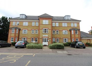 Thumbnail 3 bed flat to rent in Newsholme Drive, Winchmore Hill