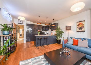 King Street Parade, King Street, Twickenham TW1. 2 bed flat for sale