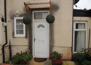 2 bed flat to rent in High Street, Staple Hill, Bristol BS16