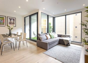 Thumbnail 3 bed flat for sale in Hoxton Street, London