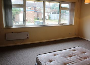 Thumbnail Room to rent in , Reading