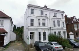 2 bed flat to rent in Green Lanes, London N13