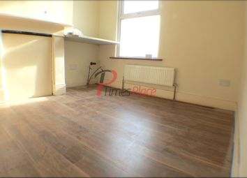 Thumbnail Studio to rent in Boswell Road, Thornton Heath, London