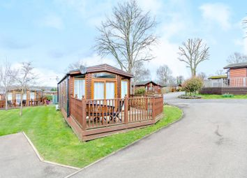 2 bed mobile/park home for sale in Edgeley Park, Farley Green, Guildford GU5