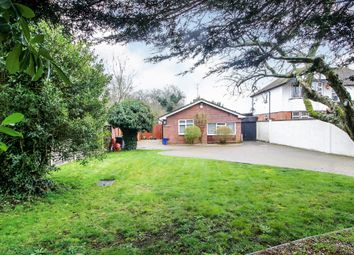 Toms Lane, Kings Langley WD4. 2 bed detached bungalow