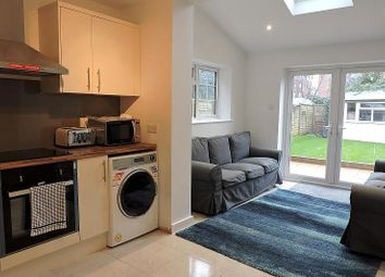 Thumbnail Room to rent in Josephs Road, Guildford