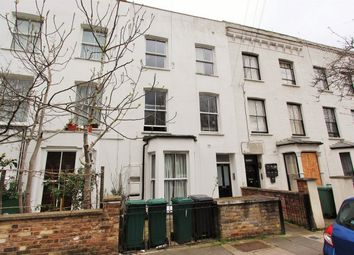 Thumbnail 2 bedroom flat to rent in Davenant Road, Upper Holloway