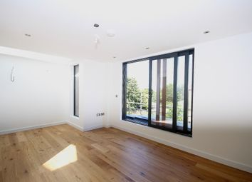Thumbnail 3 bed flat to rent in Glebe Road, London