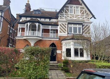 2 bed flat to rent in The Drive, Chingford, Chingford E4