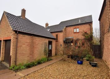 Thumbnail 3 bed detached house for sale in Linceslade Grove, Loughton, Milton Keynes