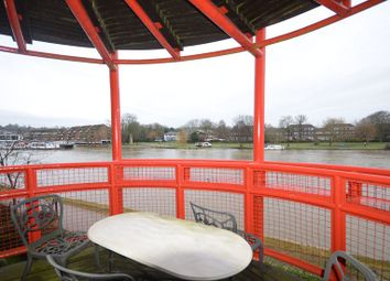 Thumbnail 3 bed flat to rent in Caversham Wharf, Waterman Place, Reading