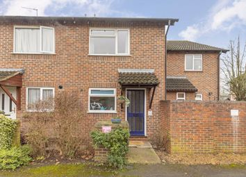 2 bed property for sale in Stevens Close, Hampton TW12
