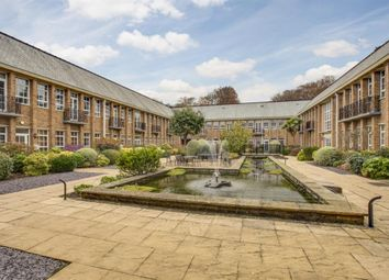The Water Gardens, De Havilland Drive, Hazlemere HP15. 2 bed flat