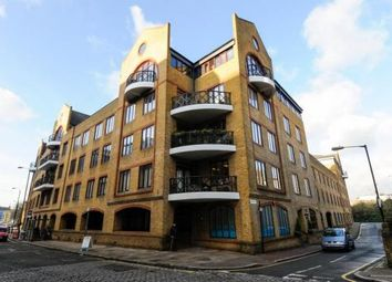 Thumbnail 2 bed flat to rent in Knighten Street, London
