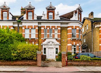 2 bed flat to rent in Trinity Road, London SW17