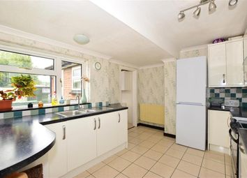 Bensted Close, Hunton, Maidstone, Kent ME15. 3 bed semi-detached house