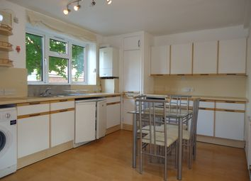 2 bed flat to rent in Vicarage Crescent, London SW11
