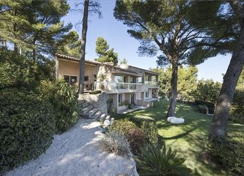 Thumbnail 3 bed detached house for sale in Villeneuve-Lès-Avignon, France