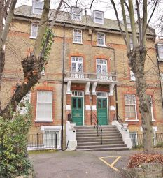Thumbnail 3 bed flat for sale in Oakhill Road, Putney