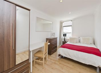 Room to rent in Frithville Gardens, London W12