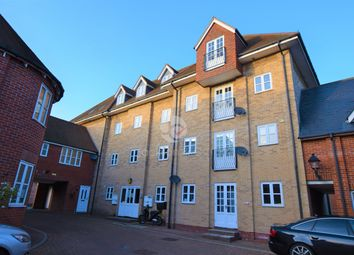 2 bed flat to rent in Connaught Close, Colchester CO1