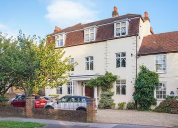 3 bed flat for sale in High Street, Esher, Surrey KT10