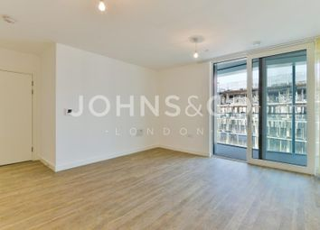 Thumbnail 1 bed flat to rent in Bowline Court, Greenwich, London