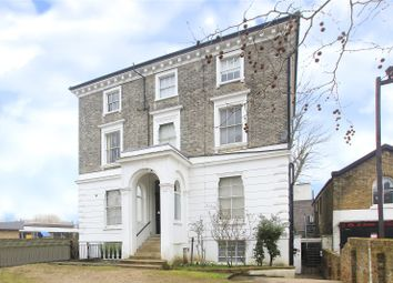 Kings Avenue, Clapham, London SW4. 2 bed flat for sale