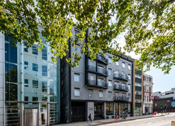 Thumbnail 2 bed property to rent in Old Street, London