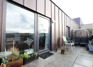 Thumbnail 2 bed flat for sale in Commerell Street, Greenwich, London