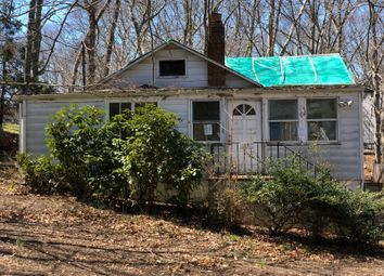 Thumbnail 2 bed country house for sale in 19 Robinson Rd, Southampton, Ny 11968, Usa